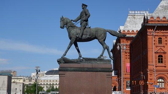 Monument to Marshal Zhukov照片