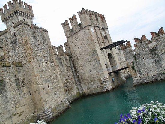 Castello Scaligero: Castle