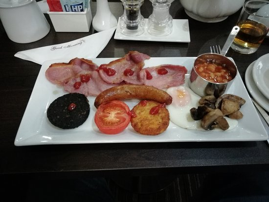 The Kenley: Lovely full English with home made sausage