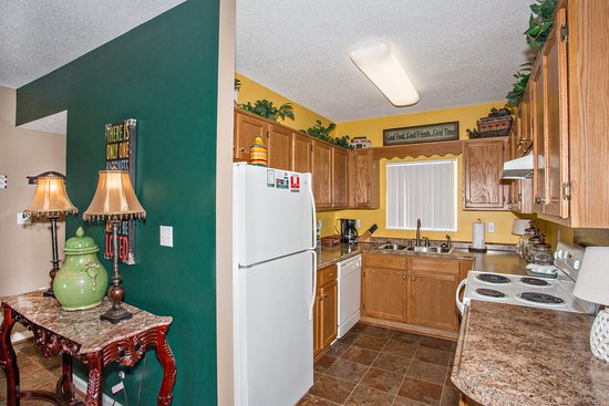 Whispering Pines Condominiums : Whispering Pines Vacation Condo Rental, Downtown Pigeon Forge, 223, City View 2 Bedroom 2 Bath