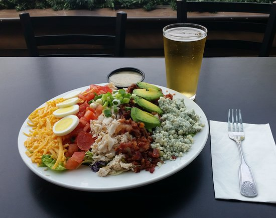 Spokane Valley, WA: Cobb Salad & a Cold One
