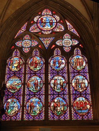 Cathedrale Notre-Dame: vitrail