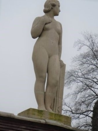 Statue Eve照片