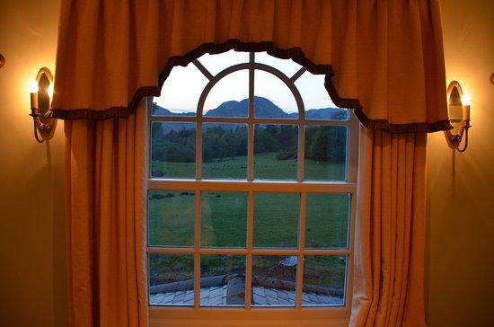 Ford, UK: Aussicht aus dem Bett mit dahinterliegenden Bergen