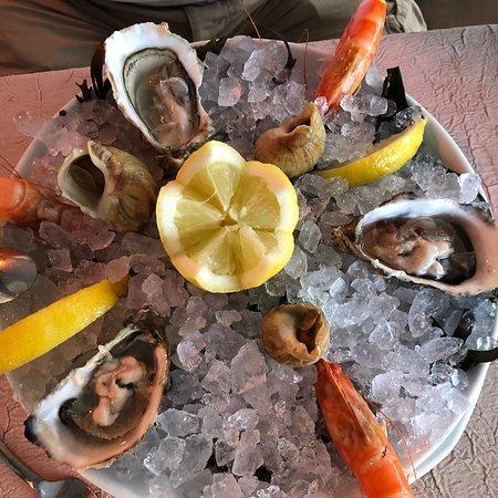 Restaurant L'Emeraude: Assiette de fruits de mer...d une fraîcheur 👍 Homard bleu un régal