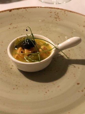 El Santisimo: Ceviche de salmón con mostaza, hierbas frescas y cítricos.