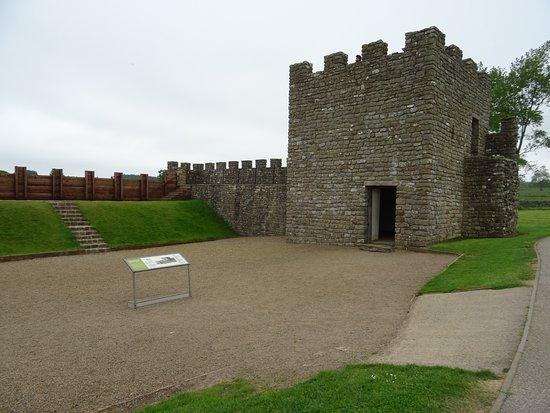 Vindolanda : reconstitution du mur...