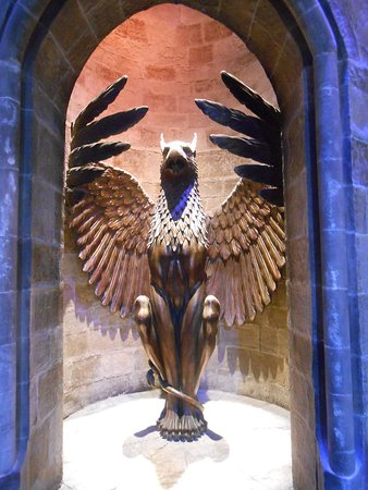 Warner Bros. Studio Tour London - The Making of Harry Potter: A phoenix