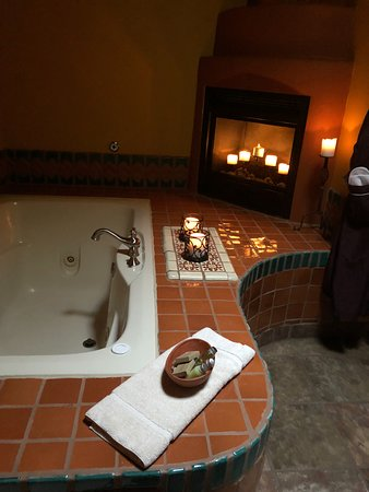 Adobe and Pines Inn B&B: Jetted Tub