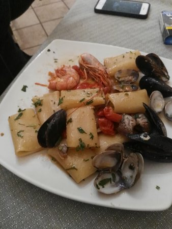 Comiziano, Italy: paccheri