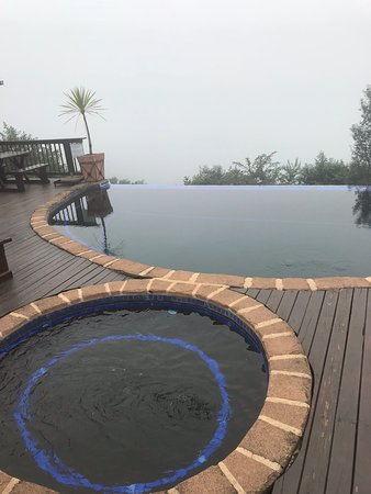 Sabie, Sudáfrica: Misty as you can see but lovely pool area