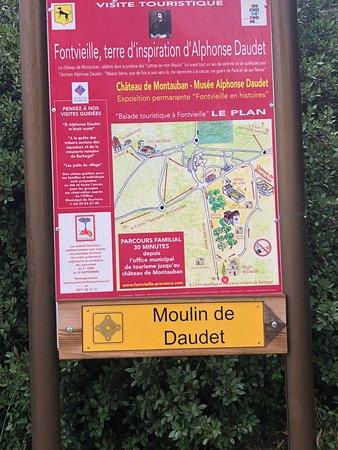 Moulin de Daudet: שלט   לפני הטחנה
