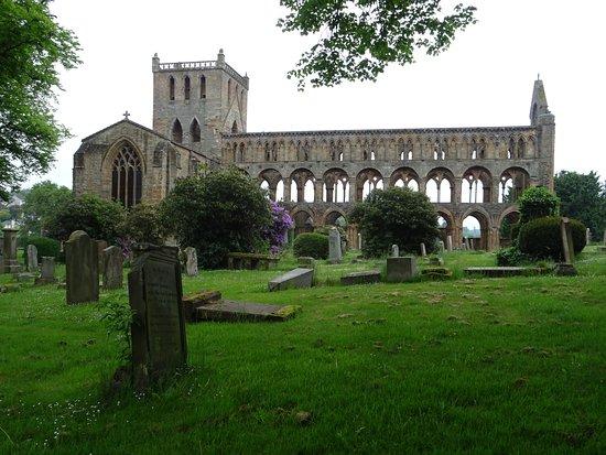 Jedburgh Abbey: admirable.....