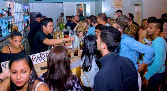 Avant Garde Cocktail Bar: Friday night