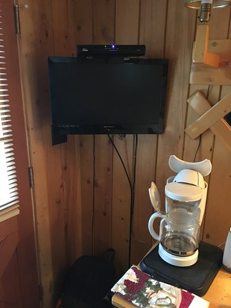 River Orchard Place: Cabin #2 TV & Coffee Machine