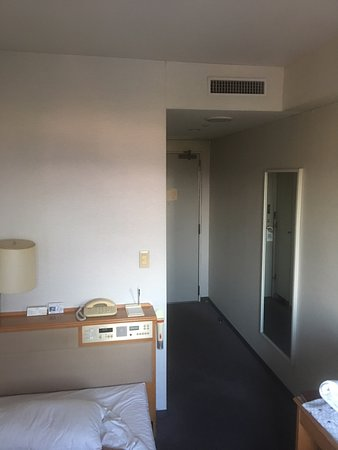 Grand Ciel Hanamaki: Looking toward the door. (Check out the integrated alarm/bed)
