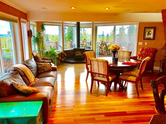Alaska Sundance Retreat Bed & Breakfast : Great Room with wood stove fireplace & Dining Table