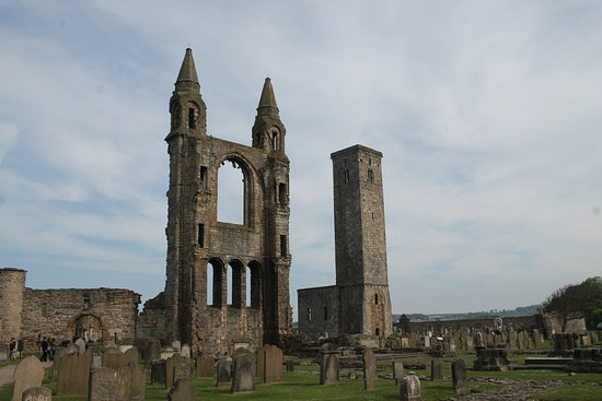 Best Scottish Tours : St. Andrews Cathedral ruins
