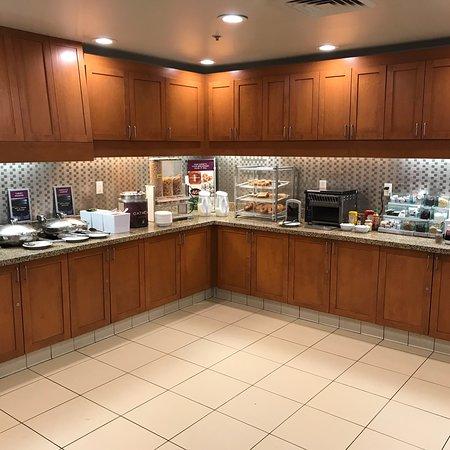 Residence Inn by Marriott Camarillo: Breakfast 6-9 weekdays Separate area fir waffles, coffee