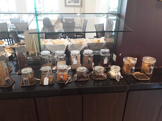 Quality Hotel Curitiba: Buffet de café da manhã