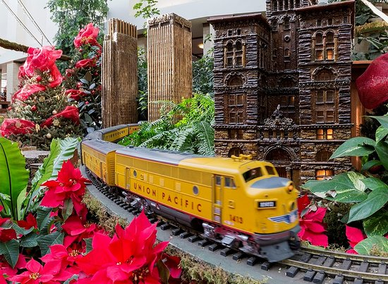 Lauritzen Gardens Omaha's Botanical Center: Model trains are very popular