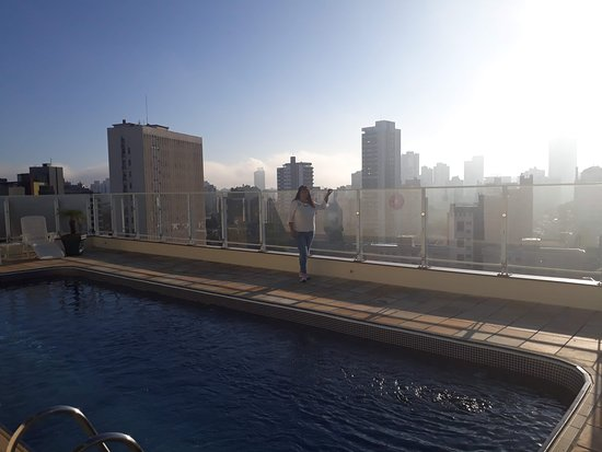 Quality Hotel Curitiba: Piscina