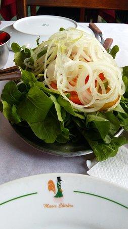 Magic Chicken Restaurante: Salada agriao, rucula e cebola