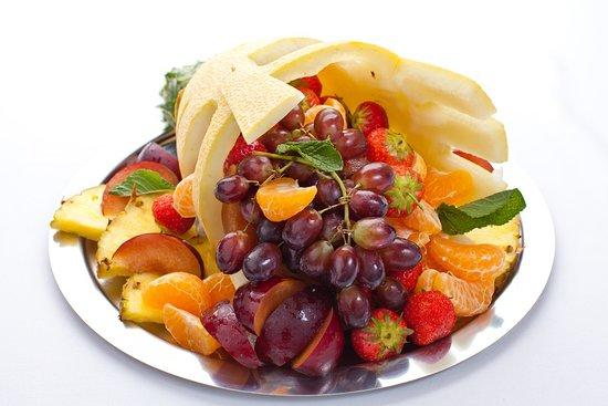 Garden Gourment Cafe: фруктовая тарелка