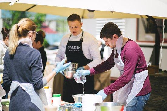 Garden Gourment Cafe: Открытие летней веранды, готовим хинкали (2017)