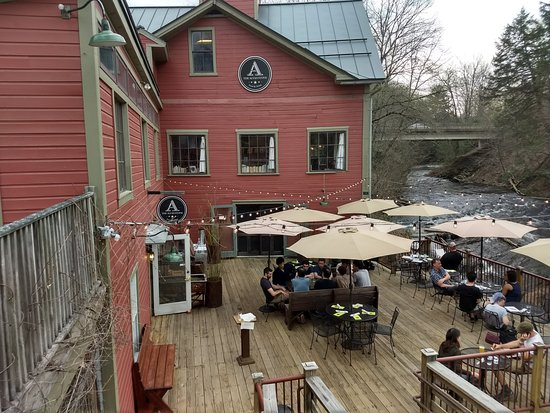 Montague, MA: Outdoor Seating Area