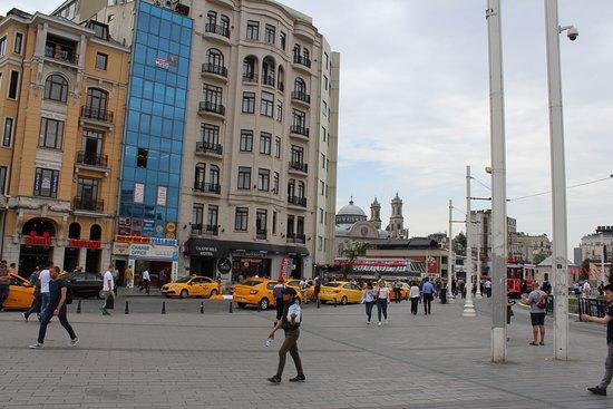 Taksim Square: Современный вид на площадь