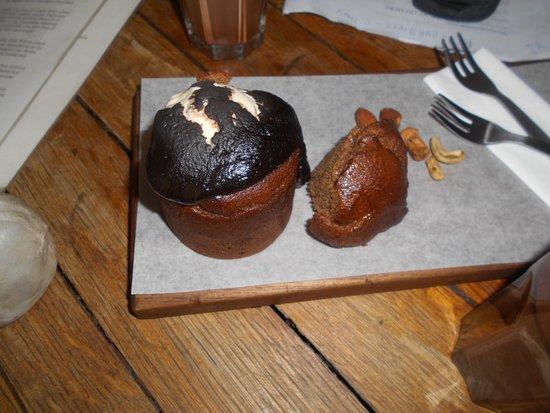 Honest Chocolate Cafe: Banana bread bunny chow.