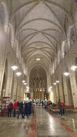 St. John's Anglican Cathedral: Vaulted ceiling is impressive