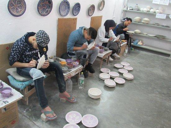 Trilho Salama Day Tours: uma das etapas para fazer mosaico com cerâmica