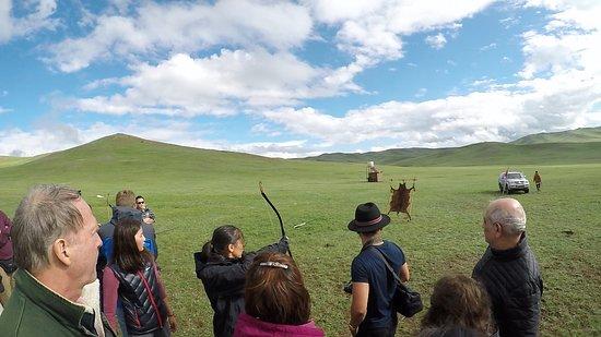 Zuunmod, Mongólia: Archery practice