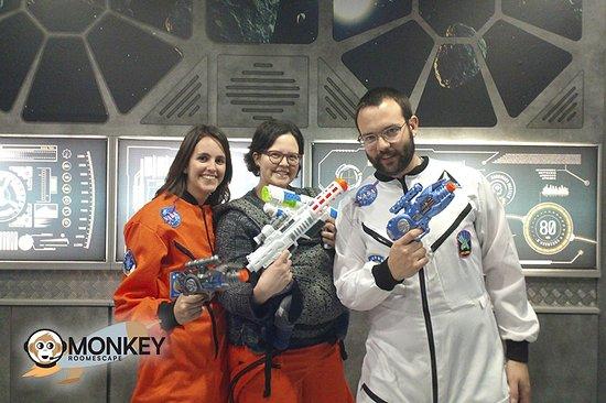Monkey Room Escape: Agencia 846