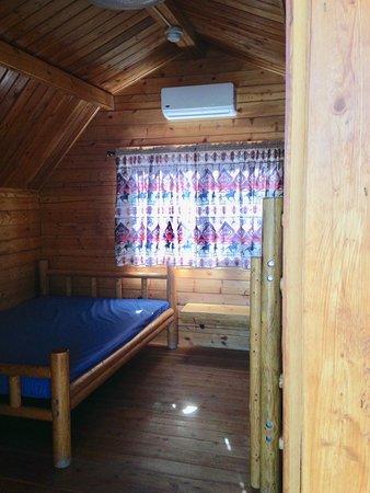 Cannonville, UT: 1 Room Rustic Cabin - Sleeps 4