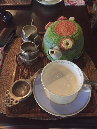 Biku Cafe: Teapot & Tea Cosy