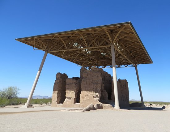 Coolidge, AZ: view of ruins behind visitor center