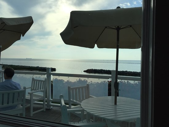 The Oyster Farm Seafood Eatery: Nice evening view