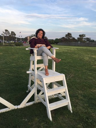 The Oyster Farm Seafood Eatery: Sunset viewing chairs