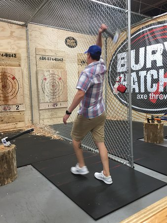 ‪Bury The Hatchet King of Prussia - Axe Throwing‬