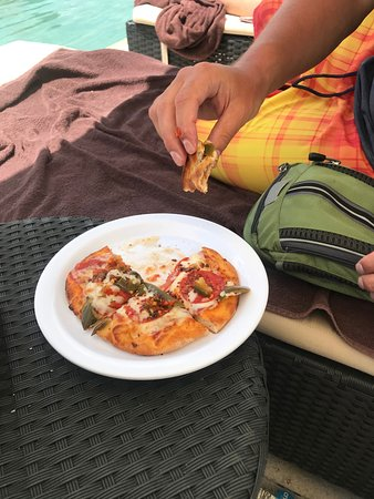 Secrets Maroma Beach Riviera Cancun : Pizza from the brick oven pizza grill near the pool.