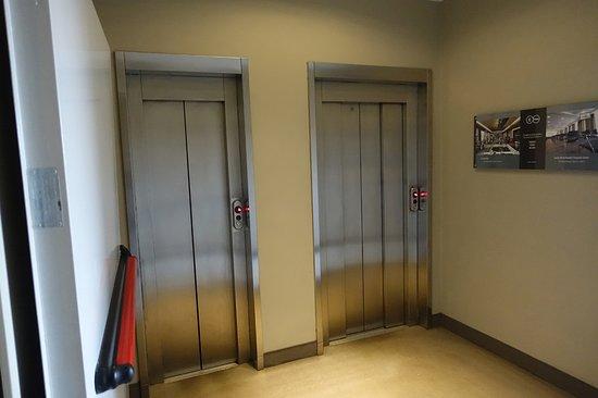 c-hotels Ambasciatori: /_/_/_/_/_/_/_/ 2018.3 撮影 ホテルの小さいエレベーター