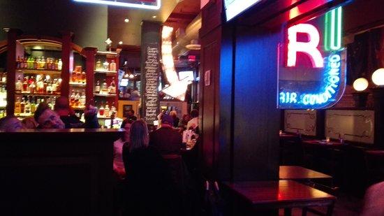 Emmett O'Lunney's Irish Pub: El bar por dentro