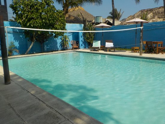 Hotel El Delfin: Simple pool, fairly clean, nice and cool.
