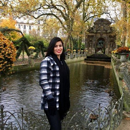 สวนลัคเซ็มเบิร์ก: Jardim de Luxemburgo!  Lugar lindo, chovia, fazia frio!  Estava perfeito! Muito bem cuidado, jar