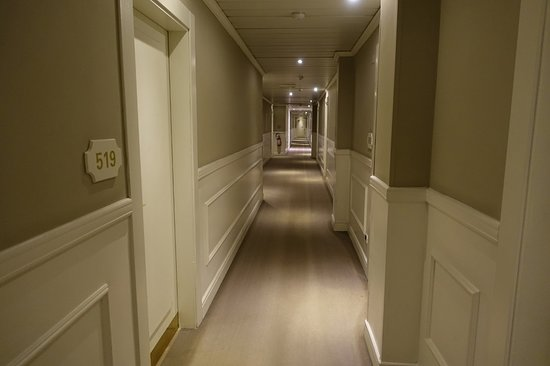 c-hotels Ambasciatori: _/_/_/_/_/_/_/(2018.3 撮影) 5Fの廊下