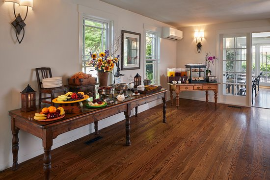 Wine Country Inn & Cottages Napa Valley: Complimentary Daily Breakfast Buffet
