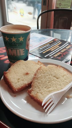 The Theatre Cafe: 美味的檸檬蛋糕搭配咖啡實在很棒!